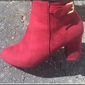 🆕Beautiful Wine Colored Boots Must Have For Fall
